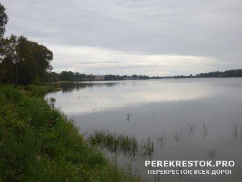 Колдовское озеро,  зеленая вода...