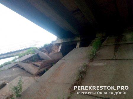 """Закрыто движение  по """"горбатому"""" мосту"""