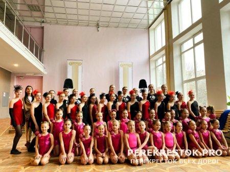 Танцовщицы «Х-Dance» на областном фестивале